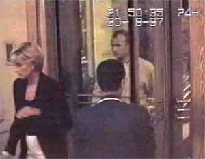 Una de las últimas imágenes de Diana y Dodi antes de morir. (Foto: REUTERS)