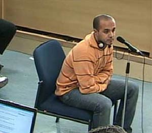 Mohamed Larbi ben Sellam, entre los procesados, durante su comparecencia ante el tribunal del 11-M. (Foto: LaOtra)