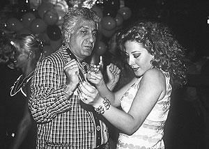 Mozen Al Kassar, bailando en 1996. (Foto: Cover)