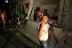 Aspecto de una de las oficinas de la Yihad bombardeadas por Israel. (Foto: EFE)