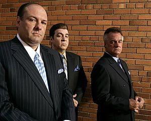 Tony Soprano (James Gandolfini), junto a dos de sus lugartenientes, Silvio Dante (Steven Van Zandt) y Paulie Walnuts (Tony Sirico). (Foto: AP)