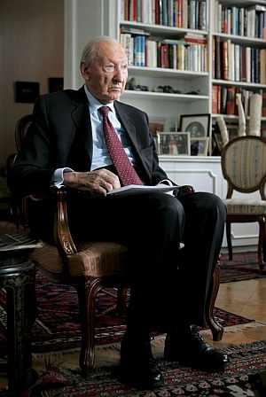Fotografía de archivo fechada el 29 de octubre de 2004, del ex presidente austriaco y ex secretario general de la ONU, Kurt Waldheim en su casa de Viena. (Foto: EFE)