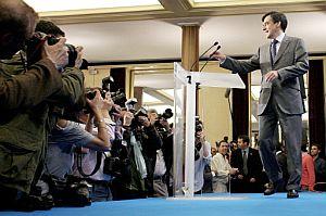 Fillon, tras su discurso después de conocer los resultados. (Foto: AP)