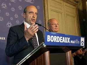 Alain Juppé, el gran perdedor de estos comicios, anuncia su dimisión al no haber conseguido el escaño por Burdeos. (Foto: EFE)