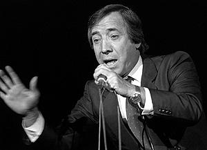 El cantante en una actuación en 1985. (Foto: EFE)