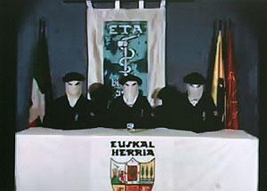 Imagen del vídeo en el que ETA difunde su comunicado. (Foto: EFE).