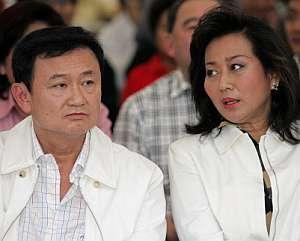 Shinawatra y su esposa Pojaman, en marzo de 2006. (Foto: AFP)