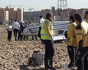 Imagen de la avioneta volcada tras el accidente. (Emergencias Madrid)