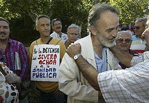 El doctor Luis Montes, durante una manifestación en favor de la gestión de los médicos de Leganés. (Kike Para)