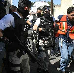 Imagen de archivo de una operación policial contra el crimen organizado. (Foto: EFE)