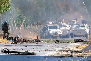 Imagen de cómo quedó el vehículo tras la explosión. (Foto: EFE)