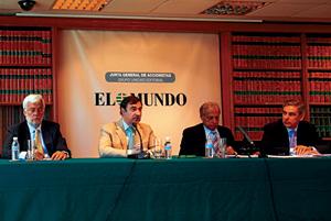 De izqda. a dcha., Paolo Carrer, Pedro J. Ramírez, Jorge de Esteban y Antonio Fernández-Galiano. (Foto: A. Heredia)