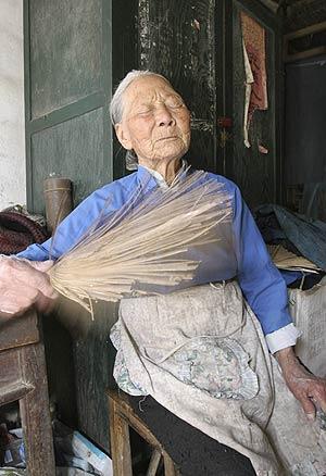 Zhou Fenying, de 91 años, durante la entrevista. (Foto: REUTERS)