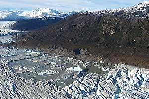 El lago, con agua y pedazos de hielo en el fondo. (Foto: AP)