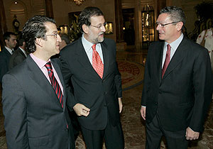 Alberto Núñez Feijóo, Mariano Rajoy y Alberto Ruiz Gallardón. (Foto: EFE)