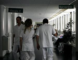 Aspecto de los pasillos del Hospital Clínico de Barcelona. (Foto: EFE)