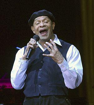 Al Jarreau, durante la actuación. (Foto: EFE)