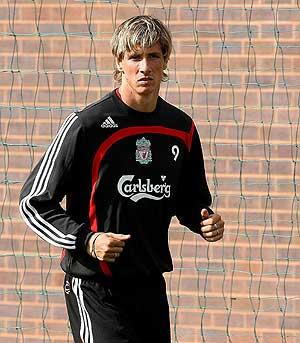 Fernando Torres, en uno de sus primeros entrenamientos con el conjunto inglés. (Foto: AP)