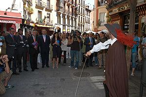El alcalde Alberto Ruiz-Gallardón durante la presentación de las visitas teatralizadas. (elmundo.es)