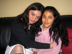 Ángelica y su madre, en una foto de archivo. (Foto: EFE)