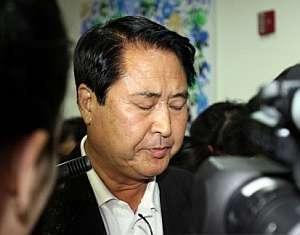 Shim Jin-Pyo, padre del segundo rehén asesinado, tras conocer la noticia. (Foto: AFP)