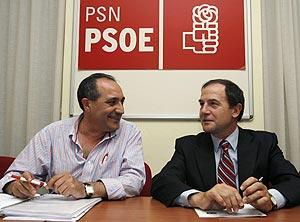 Puras (dcha.) y el secretario general del PSN, Carlos Chivite, en una reunión. (Foto: EFE)