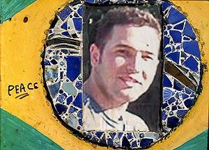 Imagen de Jean Charles de Menezes que se puede ver en el santuario improvisado de la estación de Stockwell. (Foto: EFE)