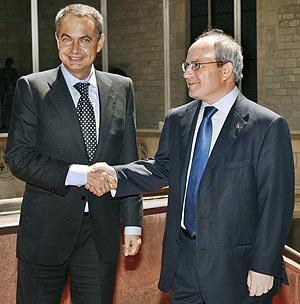 Zapatero, junto al presidente de la Generalitat, José Montilla. (Foto: EFE)
