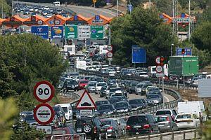 Las retenciones han alcanzado los 70 kilómetros. (Foto: EFE)
