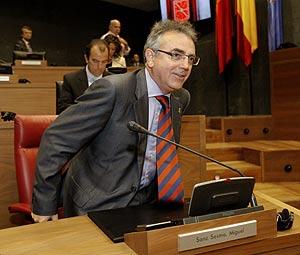Miguel Sanz, en el Parlamento foral. (Foto: EFE)