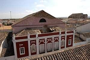 El tejado del Teatro Municipal de Almagro, tras el terremoto de 5,1 de magnitud. (Foto: EFE)
