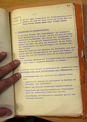 Imagen del archivo descubierto en una dependencia de los archivos de la Stasi en Magdeburgo. (Foto: EFE)