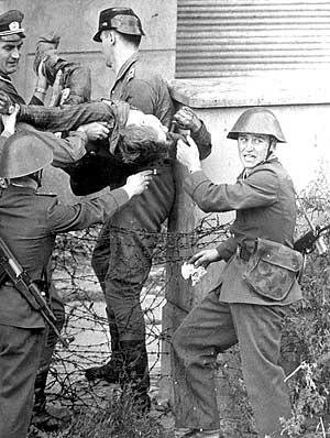 Peter Fechter murió en 1962 cuando intentaba cruzar el Muro de Berlin. (DPA)