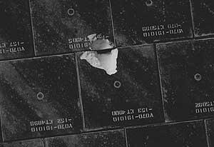 Detalle de la baldosa dañada (NASA)