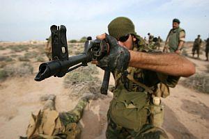 Un soldado participa en unas maniobras. (Foto: AFP)