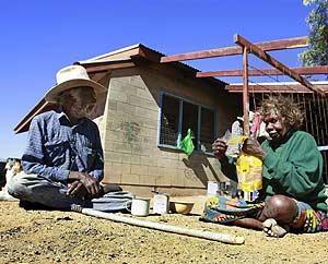 Una familia aborigen del Territorio del Norte. (Foto: REUTERS)