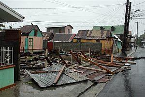 Una casa en construcción derribada por el huracán en Dominica. (Foto: AP)