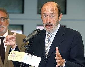 Alfredo Pérez Rubalcaba, durante la rueda de prensa. (Foto: EFE)