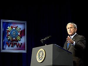 Bush, durante su discurso. (Foto: AFP)