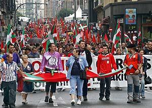 La manifestación de la izquierda abertzale por la Gran Vía de Bilbao. (Foto: Miguel Toña)