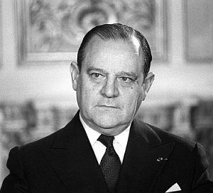 Barre, en 1980, en su despacho de primer ministro. (Foto AFP)