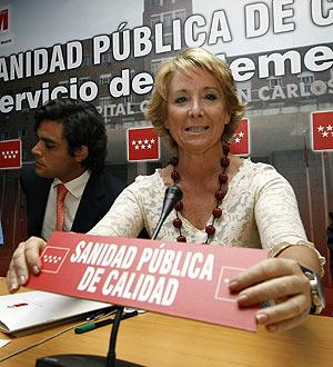 Esperanza Aguirre en el Clínico. (EFE)