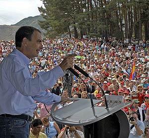 Zapatero, durante su intervención en la fiesta minera de Rodiezmo. (Foto: EFE)