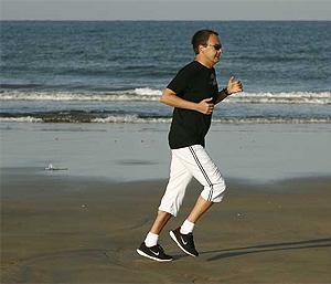El presidente Zapatero corre sin dejar huella. (Foto: Secretaría de Estado de Comunicación)