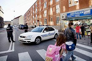 Cordón policial por el registro de una vivienda en el noroeste de Copenhague. (Foto: EFE)