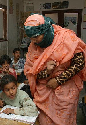 Una niña saharaui en la escuela. (Foto: M. Díaz de Rada)