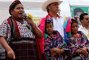 Rigoberta Menchú en un acto de campaña electoral. (Foto: AP)