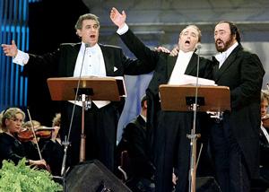Domingo, Carreras y Pavarotti en la actuación de los Tres Tenores en Tokyo, en 1996. (Foto: REUTERS)