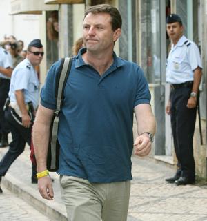 Jerry McCann al entrar en las dependencias policiales. (Foto: AP)