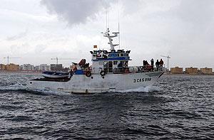 El 'Nuevo Pepita Aurora' tras zarpar el pasado mes de abril. (Foto: Jose F. Ferrer)